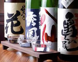 豊富なお酒は利き酒セットもご用意。 飲み比べも楽しい♪