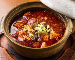 本場四川省から取り寄せたスパイスでつくる陳麻婆豆腐は必食!