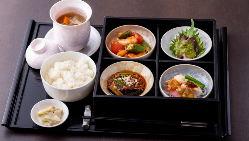 【料理人の技】 食材の食感と旨味が逃げないように手早く調理