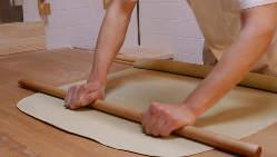 産地直送の自家製粉で作ります。石臼で挽く自慢の蕎麦をどうぞ