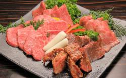 【焼肉】 甘辛ダレに漬け込んだ韓国式の焼肉ももちろんご用意