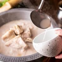 日南鶏の味わい深い水炊きも◎天然の甘味塩・特製ポン酢でどうぞ