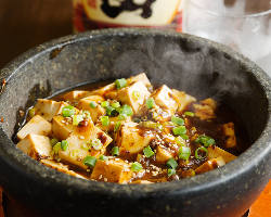 当店自慢! 麻婆豆腐の石鍋スタイル!