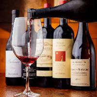フランスやイタリアなど世界各国のワインを約70種と豊富にご用意