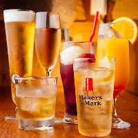 約10種のウイスキーや約70種のカクテル等ドリンクは豊富にご用意