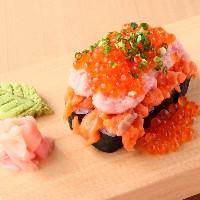 溢れんばかりの「こぼれ寿司」に当店で出会えます♪
