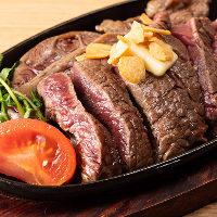 豪快な見た目も楽しめるアンガス牛ステーキは3種のお塩でご堪能あれ
