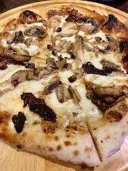 今が旬♪ポルチーニ茸のピザ
