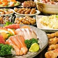各種宴会コースで焼き鳥や新鮮な刺身盛り合わせ、もつ鍋を堪能