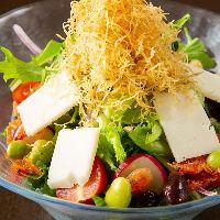 【豆腐サラダ】 とろける絹ごし豆腐サラダはランチでのみご提供