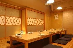 会社の宴会に最適な掘りごたつ式の個室です。