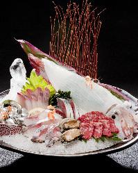 九州の味を一皿で。馬刺し・鯖・イカ・鯵などを頂ける