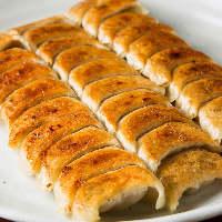 【ひとくち餃子】 カリッと焼き目を付けた皮に溢れる肉汁!