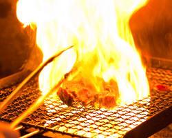 高温で一気に焼き上げる地鶏炭火焼きナント250gもあります!