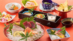 【御膳でお食事】 旬の食材を使った定食や御膳料理などご用意。