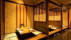 天草漁港直送の鮮魚や馬刺しなどの九州郷土料理を味わえる