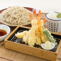 自家製そばの定食は 天ぷらの他に丼も。