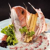 お祝いのお席におすすめ、 鯛の姿造りコースございます。