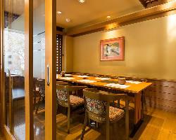 【テーブル個室】 お座席が苦手なお客様に人気のお部屋です