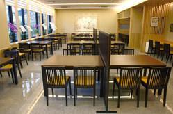 2階ホール席 (全72席) ※カウンター席もございます。