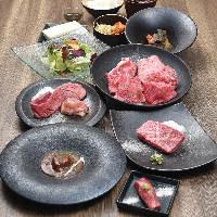 軽くつけダレされた肉を、塩(島マース)で食べるのがおすすめ。
