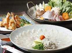 カウンター横の生簀には 旬の魚が彩る。