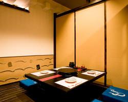 博多の町屋をイメージした 1階の掘りごたつ式個室