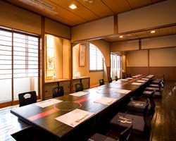 2階の松竹梅のお部屋 掘りごたつ式のゆったりとした完全個室