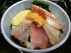 贅沢な海鮮丼です ・雲丹・海老・かになど10種類程入っています