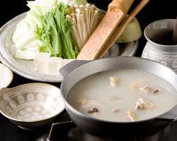 6時間以上かけてとったスープはコラーゲンたっぷりな水炊きです