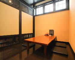 ゆったり寛げる座敷席の完全個室はお子様連れのお客様にも大人気