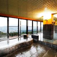 眼下に広がる大パノラマ!天然湧水の展望大浴場でリフレッシュ◎