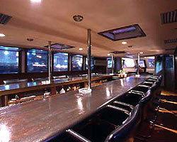 <洋船 ラ・ベル・エポック> 船上バーで少し贅沢な時間を