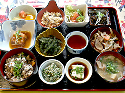 絶対おすすめ! 「ぬちぐすい御膳」は沖縄が詰まった逸品!