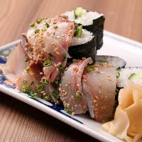 名物琉球こぼれ寿司は豊後水道で獲れた海の幸を使用した逸品です