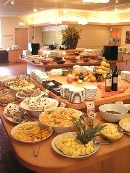 ブッフェ「姫蛍」では、 好きな料理をお好きなだけ楽しめます。