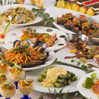 ディナーもランチもそれぞれ素敵なお料理でお迎えいたします。