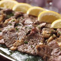 大人気のレモンステーキ等のお肉料理も充実。 (ディナーのみ)