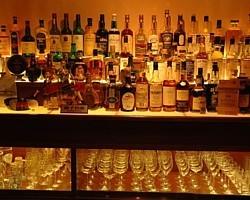 カクテルだけじゃない。ウィスキー、ワイン、泡盛、焼酎も充実