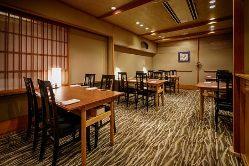 落着いた雰囲気の中、ごゆっくりお食事をお愉しみください。