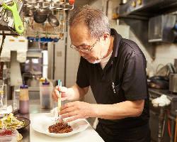 熟練の料理人 お魚の調理、沖縄料理はお任せください