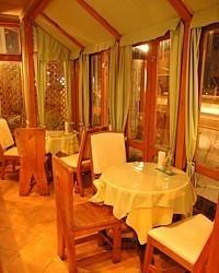 テラス席は当店一番人気のお席です。 デートに最適です。