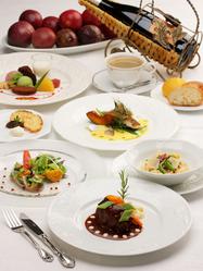 地元の鮮魚、地元の野菜、県産豚肉のフルコースデイナー