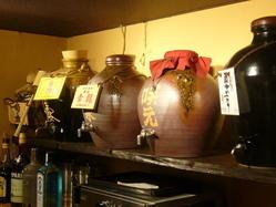 甕の古酒は瑞泉青龍、菊の露、忠孝、他にも古酒は豊富