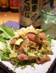 沖縄美ら海マグロとアボカドと クリームチーズの山葵醤油和え