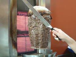 ぐるぐる回る肉料理 「ドネルケバブ」