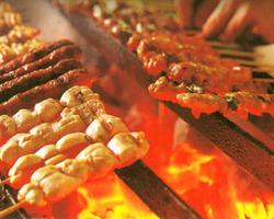 新鮮な串焼きのネタは大きさも自慢! 鶏好きの心を奪う魅力♪