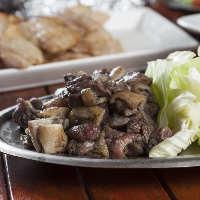 【逸品料理】 九州産の厳選鶏を使用した「いぶしもも焼き」