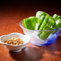 身が厚く甘い沖縄県産ピーマンは自家製辛味噌とともに召し上がれ