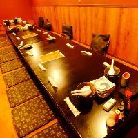 カウンター席 数十種類の焼酎を選び放題お一人でも楽しめます